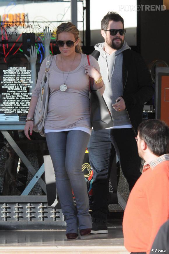 Hilary Duff toute en courbes chez Barney's à Los Angeles.