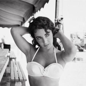 Liz à la plage, ou la pin-up fantasmée des années 50.