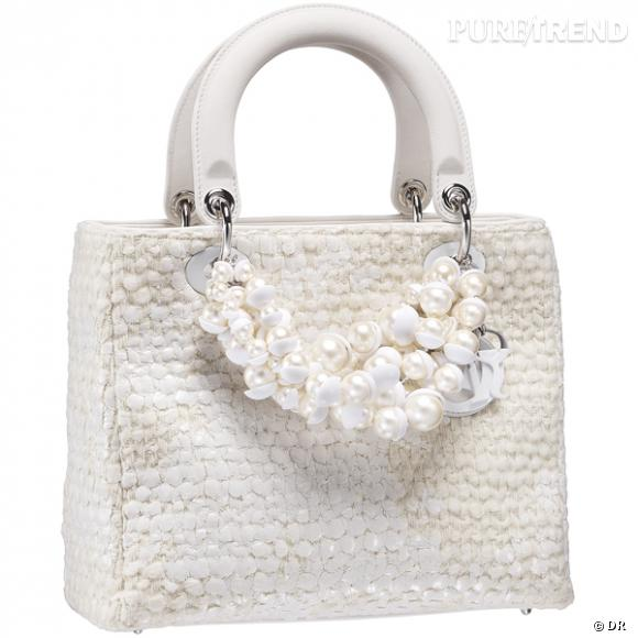 """Sac """"Lady Dior"""" en laine peinte Latte avec un collier en résine, Christian Dior.         Prix sur demande."""
