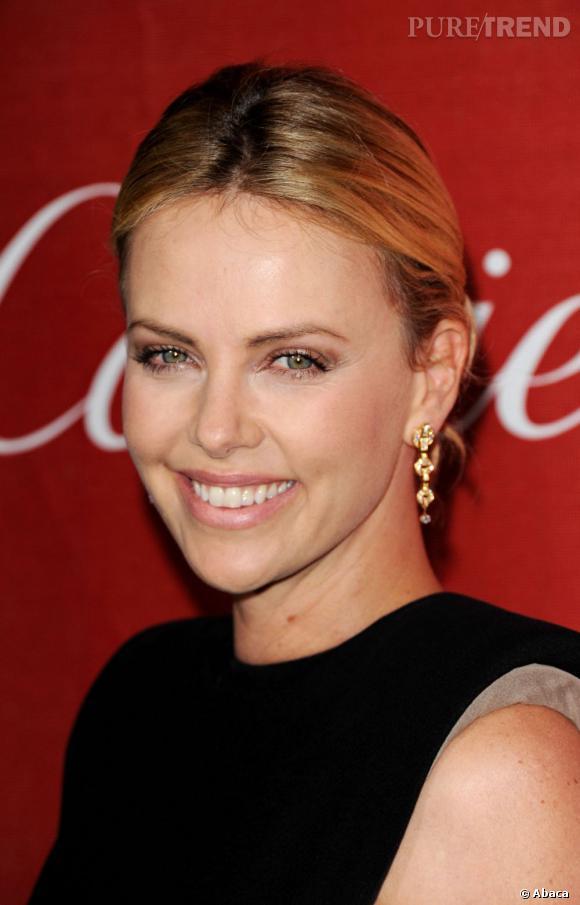 Charlize Theron, parée par Cartier à l'occasion du Festival du film de Palm Springs.