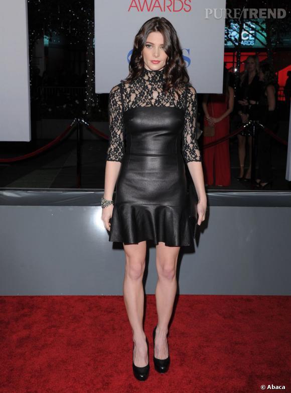 Ashley Greene a elle aussi adopté le cuir mais version black avec une robe DKNY.