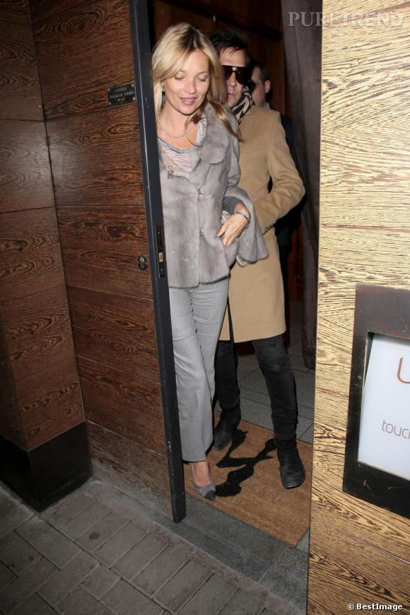 Kate Moss fête ses 38 ans à Londres.