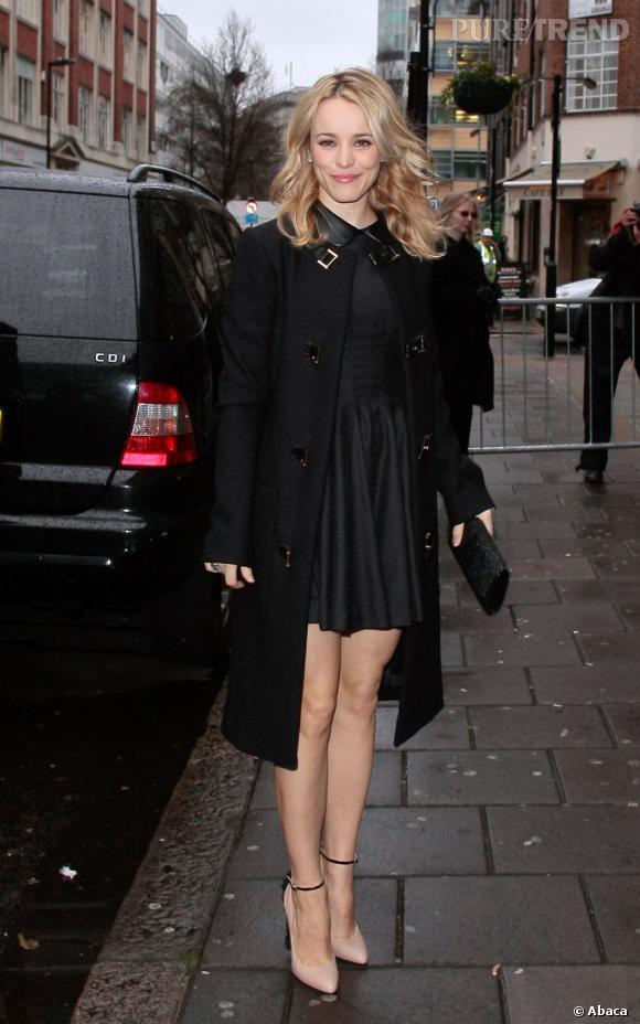 Rachel McAdams, citadine sexy dans les rues de Londres.