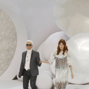 Karl Lagerfeld avait choisi Florence Welch comme muse pour la collection présentée à la Fashion Week de Paris au mois de septembre 2011. Il a également collaboré à une édition vinyle de l'un des singles de Florence + the Machine.