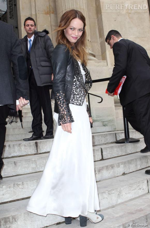 Vanessa Paradis joue les divines apparitions au défilé Chanel.