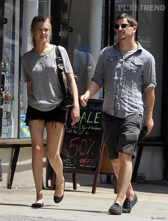 En 2010, il s'affiche avec l'actrice Abbie Cornish.