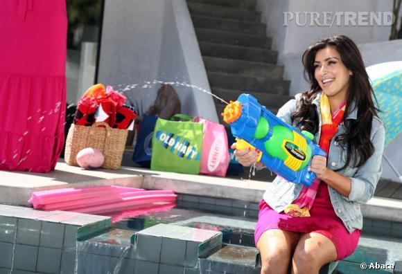 Chez les Kardashian, on adore improviser des photoshoots à la maison et se mettre en situation dans des poses un peu ridicules.