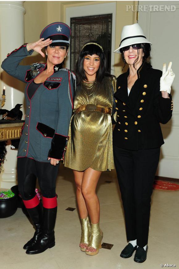 Même mamie Kardashian (à droite) se prête au jeu.