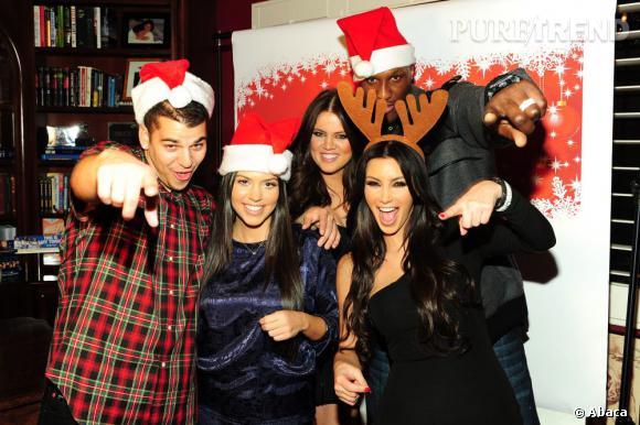 """La """"renne"""" Kim et ses Pères Noël. L'esprit de Noël s'invite chez les Kardashian."""