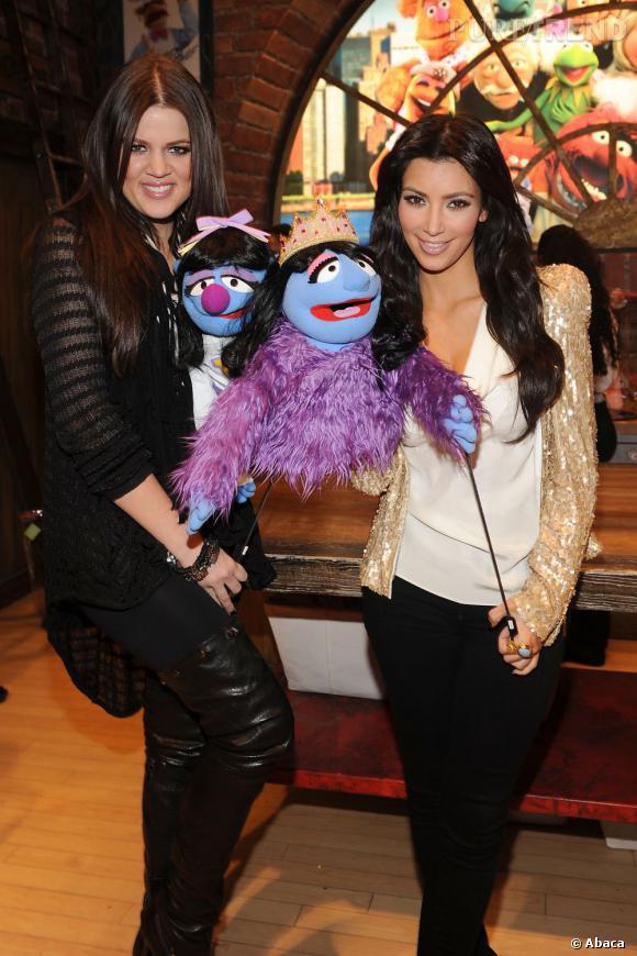 Klhoe et Kim Kardashian ont même leurs propres Muppets. La classe selon les Kardashians.