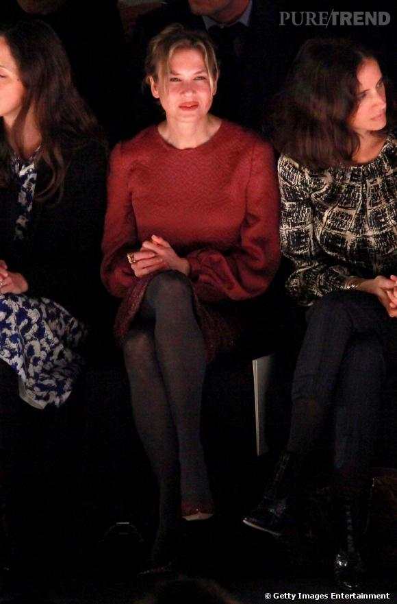 Renée Zellweger, bien sage devant le défilé Carolina Herrera