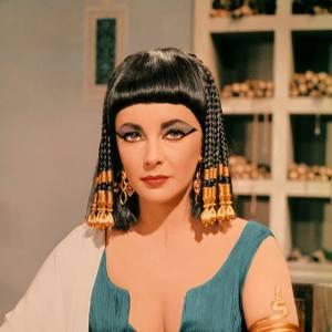 Liz Taylor en Cléopâtre : original ou statue de cire ?  Original !