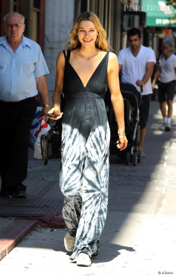 Jessica Hart, hippie chic dans les rues new-yorkaises.