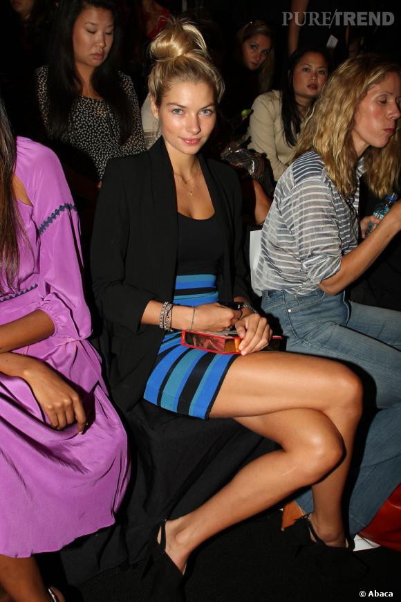 Jessica Hart front row chez BCBG Max Azria.