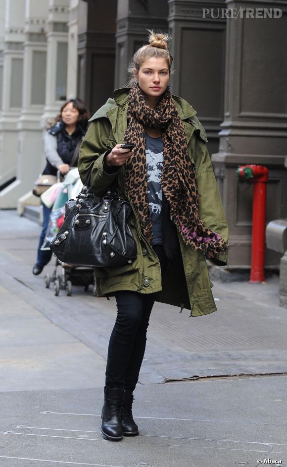 Même en hiver, Jessica Hart affiche un style à toute épreuve.