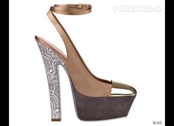 Les it-shoes de cet Eté 2012 : Yves Saint Laurent Escarpins en satin beige, pointe de métal miroir dorée, plateforme en suède gris et talon en cuir embossé python motif dentelle gris, 925 €.