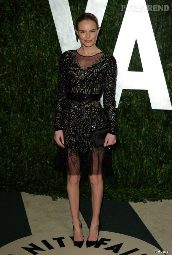 Kate Bosworth jette son dévolu sur une robe Automne-Hiver 2012/2013 de chez Prabal Gurung.