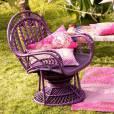 Housse de coussin Antik Batik pour La Redoute, 14,90 euros et fauteuil en rotin Antik Batik pour La Redoute, 199 euros. A shopper  ici .