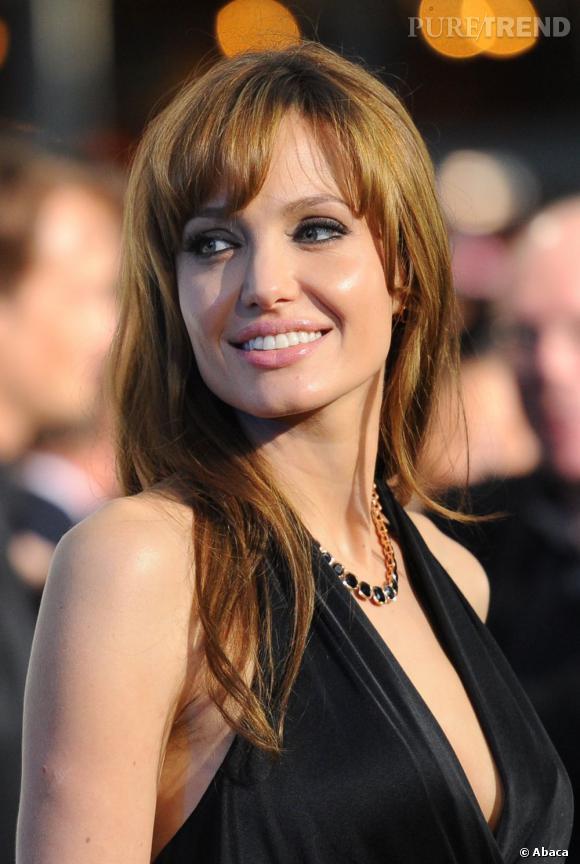 Angelina Jolie s'essaie de nouveau à la frange.
