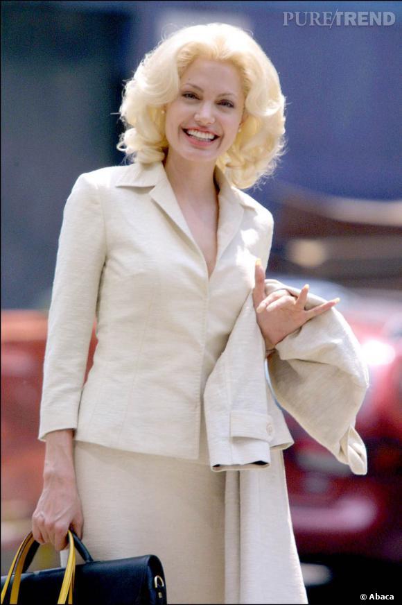 """Pour les besoins du film """"7 jours et une vie"""", l'actrice arbore une perruque blonde. Etonnant."""