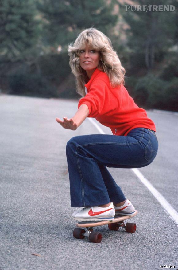 Dans sa version moins bouclé, plus casual, on se le fait pour jouer les filles cools en skate et pantalon taille haute.