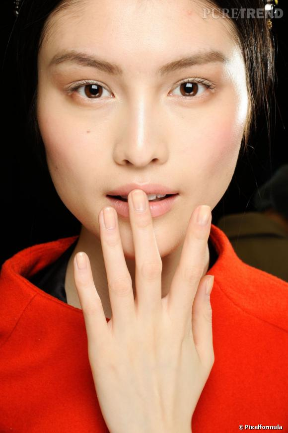 Pour des ongles beaux et en bonne santé, on suit le guide de Puretrend.