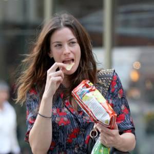 Les chips, le plaisir coupable de Liv Tyler.