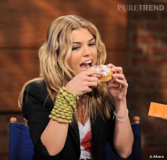 AnnaLynne McCord accro aux donuts.