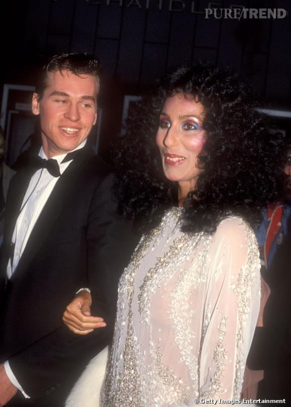C'est au bras de Cher que Val Kilmer foule le tapis rouge des Oscars en 1983.