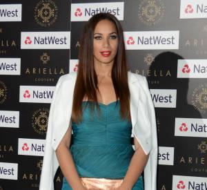 Leona Lewis ose la robe de princesse vert paon signée Ariella Couture. On regrette l'ajout de la veste blanche qui casse sa silhouette.