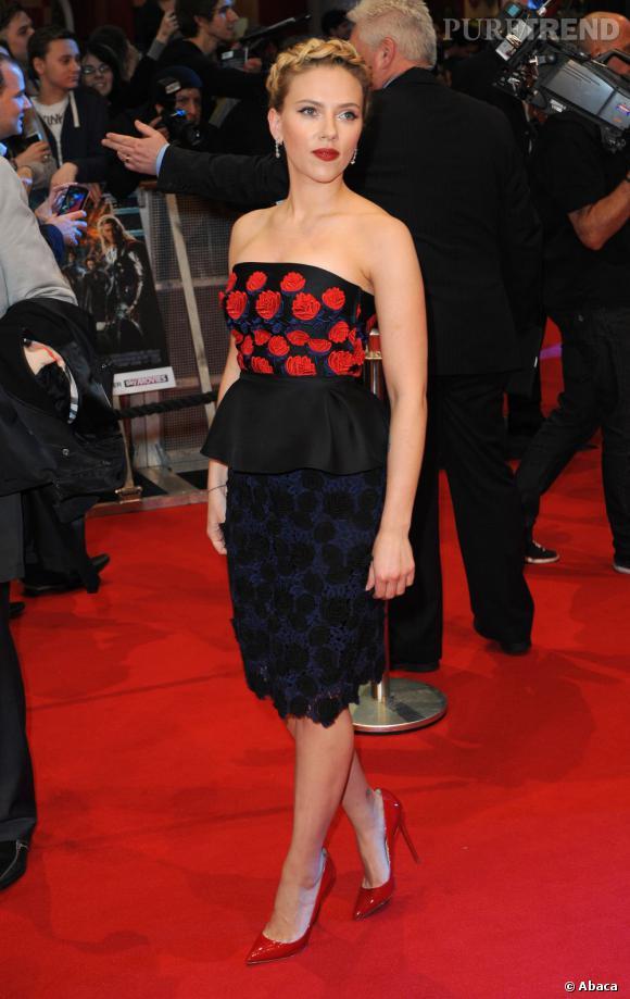 """Scarlett Johansson à l'avant-première du film """"Avengers"""" à Londres."""
