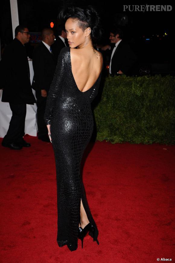 Rihanna, dark et sexy sur tapis rouge.
