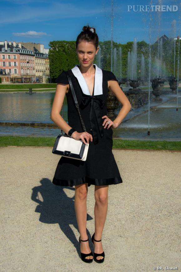 Laura Neiva, matelot sexy.