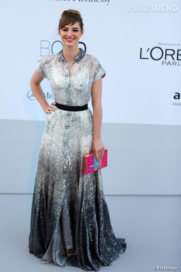 Louis Bourgoin reste fraiche et naturelle au gala de l'amfAR en robe Louis Vuitton. On est fiers de la Frenchie !