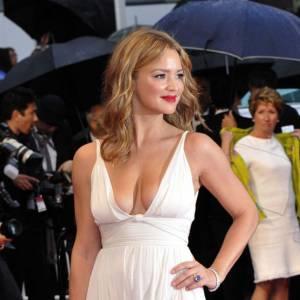 Virginie Efira version Angelina Jolie ? Voilà l'idée dans cette robe Elie Saab.