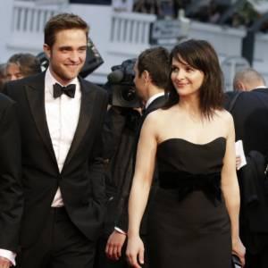 Robert Pattinson et Juliette Binoche en Lanvin.