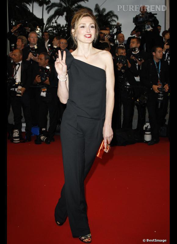 Julie Gayet ose la combi sur red carpet.