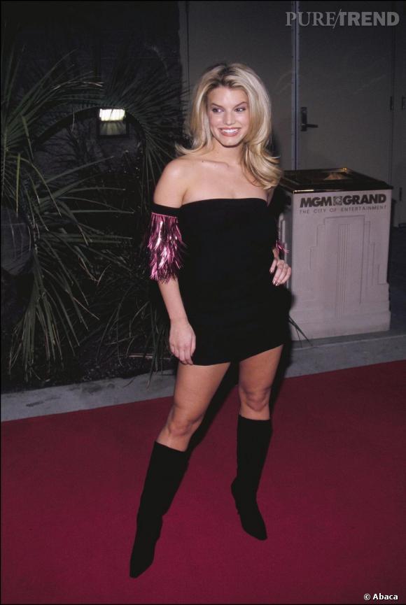 Jessica Simpson à ses débuts en 2000. Un peu vulgaire mais bien dans son corps joliment galbé.