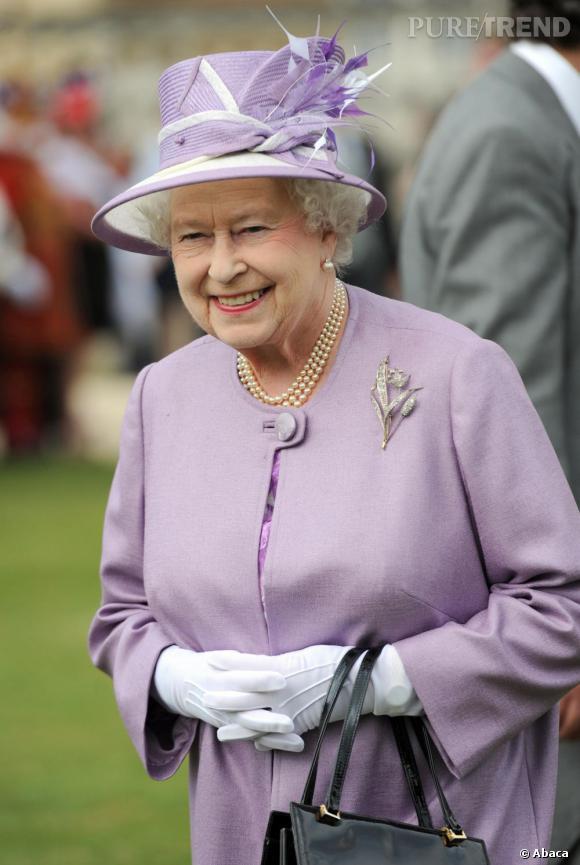 La couleur fétiche de la reine ? Le mauve Elle le porte ici très ...