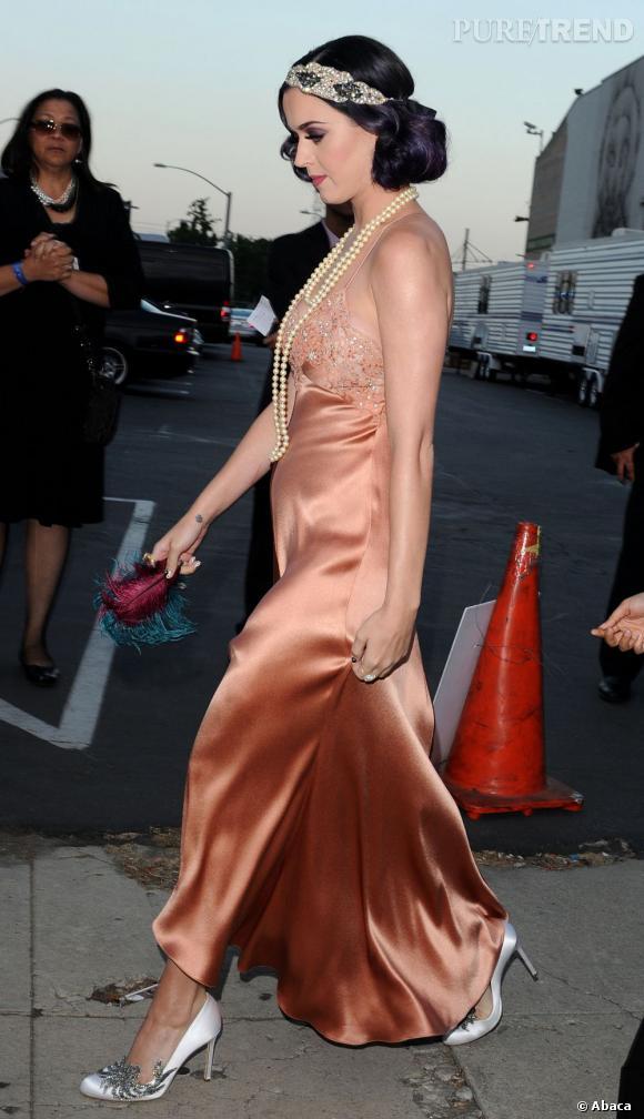 Robe nuisette et accessoirisation 20's pour Katy Perry.