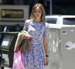 Isabel Lucas dans les rues de Los Angeles le 18 juin.