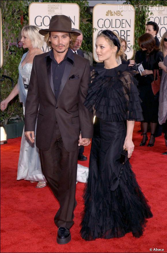 26 janvier 2004  : Johnny Depp et Vanessa Paradis en noir pour les Golden Globes