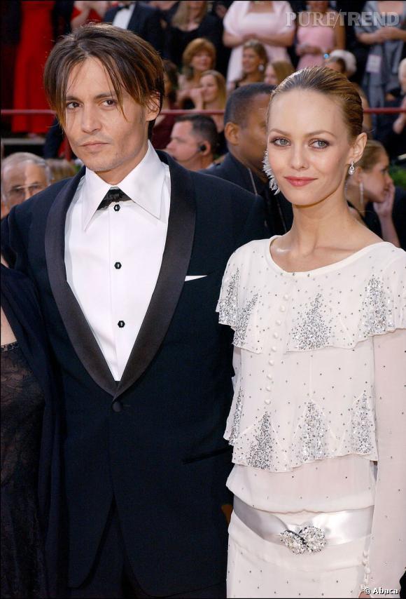 29 février 2004  : Le couple arrive aux Oscars. Costard pour monsieur, et robe longue à froufrous pour madame. On distingue les prémices du look bohème chic