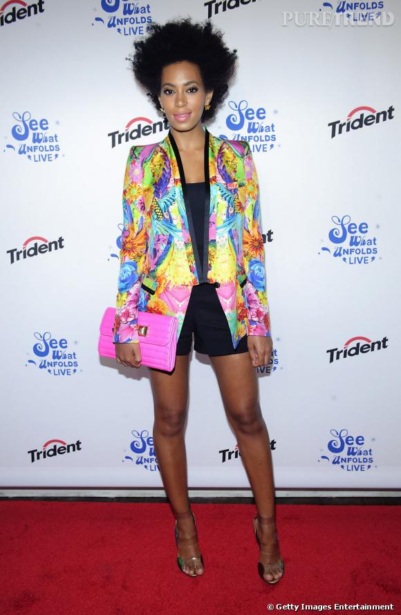 Solange Knowles porte une veste Roberto Cavalli explosive.