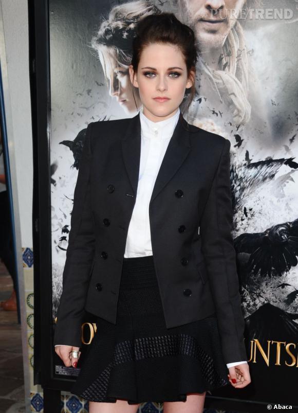 """N°1 : Kristen Stewart.  Héroïne de la saga """"Twilight"""" et à l'affiche de """"Blanche Neige et le Chasseur"""", prend la tête avec 34.5 million de dollars."""