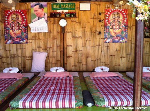 Le Swing Massage, une jolie cahute installée sur la plage qui propose réflexologie, massage thaï ou à l'huile.