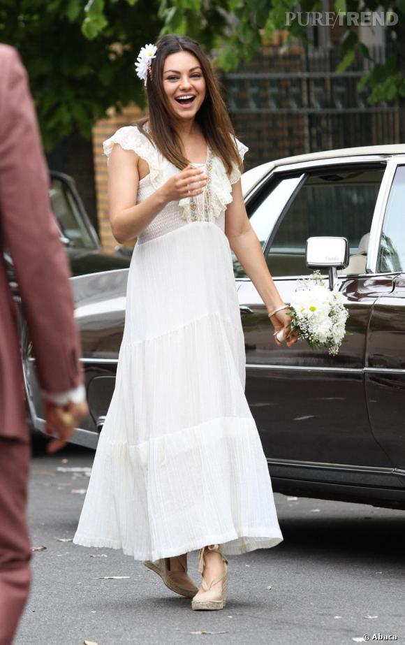 Mila Kunis en robe de mariée pour un tournage... et bientôt en vrai ?
