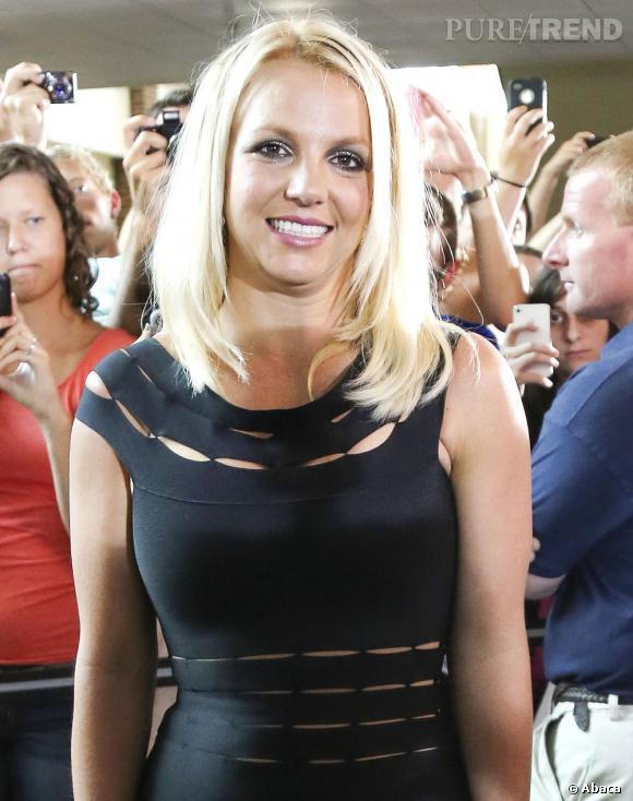 Britney Spears, loin d'être détendue, pose avant les auditions de Greensboro