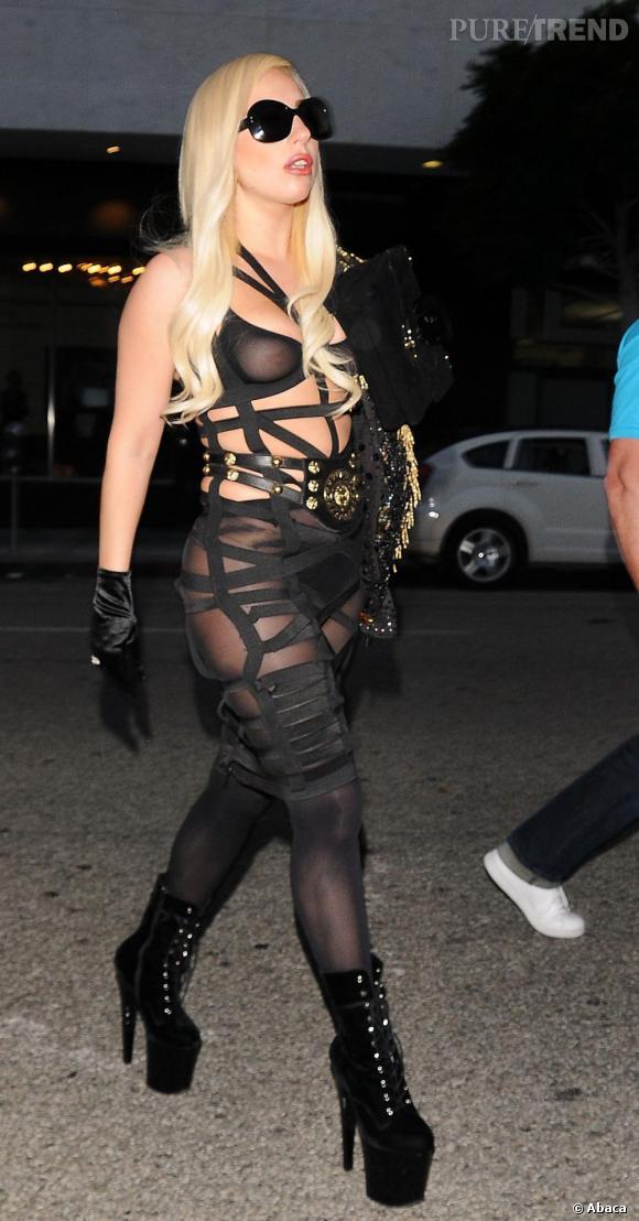 Lady Gaga, ficelée tel un rôti.