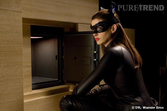 """Après 8 ans de """"retraite"""", Batman sort de sa cachette. Il faut dire qu'il est difficile de résister à la sexy Catwoman"""